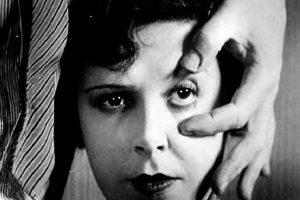 Fotogramma di Chien andalou, 1929, diretto da Luis Buñuel con la sceneggiatura di Salvador Dalí