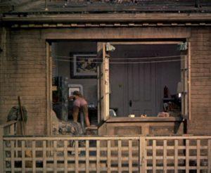 Alfred Hitchcock, scena da La finestra sul cortile, 1954