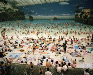 Martin Parr, Seagaia Ocean Dome, Miyazaki, dalla serie Small World, 1996