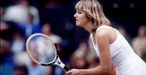 Chris Evert con indosso il bracciale tennis in un match contro Martina Navratilova, finale di Wimbledon 1978
