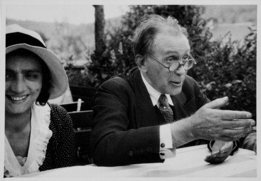 Adolf Loos durante un'intervista a Pilsen, 1930